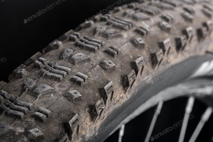 Schlammiger Reifen