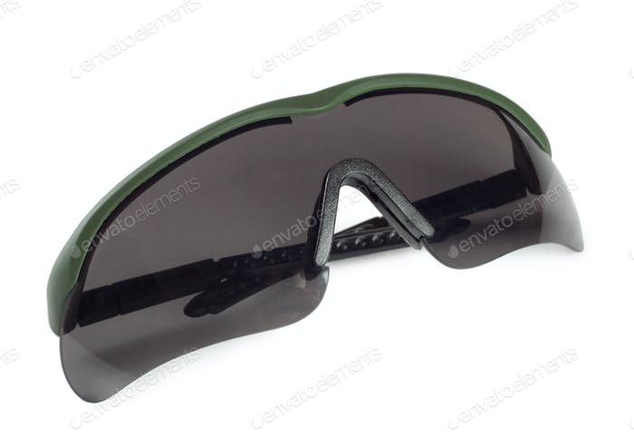Plastic polarizing sunglasses