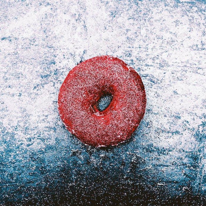 Glitter Donut Mode-Konzept Glänzender Schnee Fast Food Minimal Des