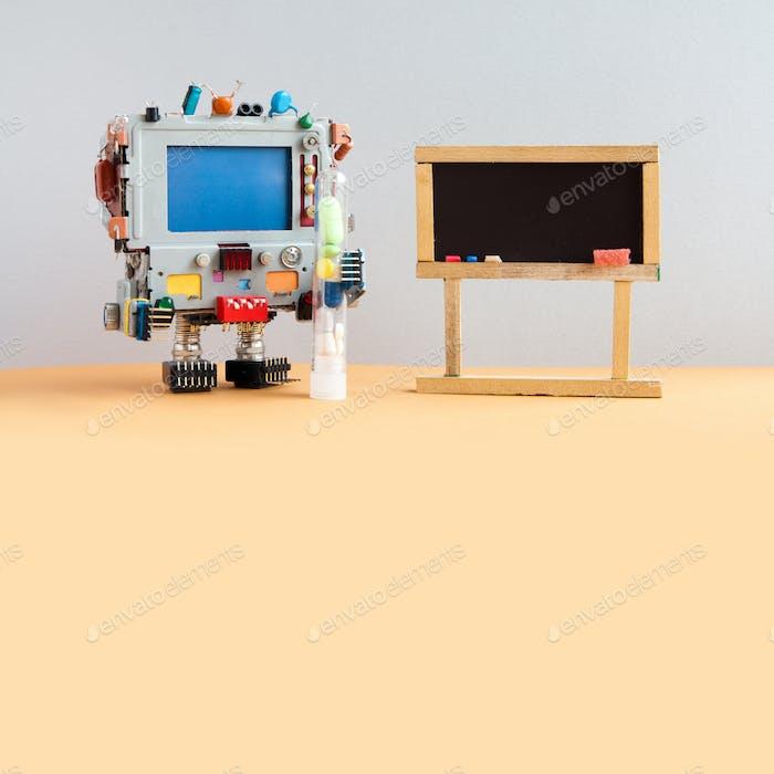 Roboter Medic mit antiviralen Drogen Rohr, kopieren Raum blauen Bildschirm. Leere schwarze Tafel für Ihren Text.