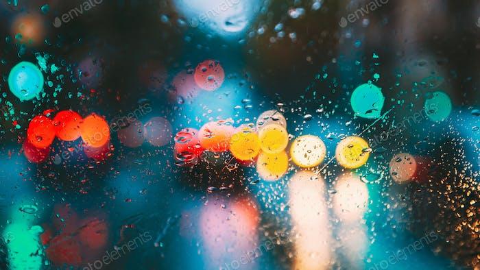 Tropfen Regen Wasser In Nacht Oder Abend Straßenlaternen Auf Blau Gl