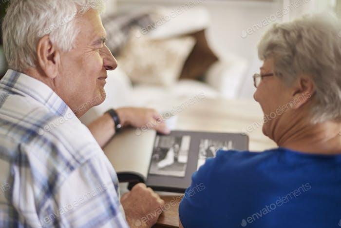 Пара из старейшей пары, напоминающей свое прошлое