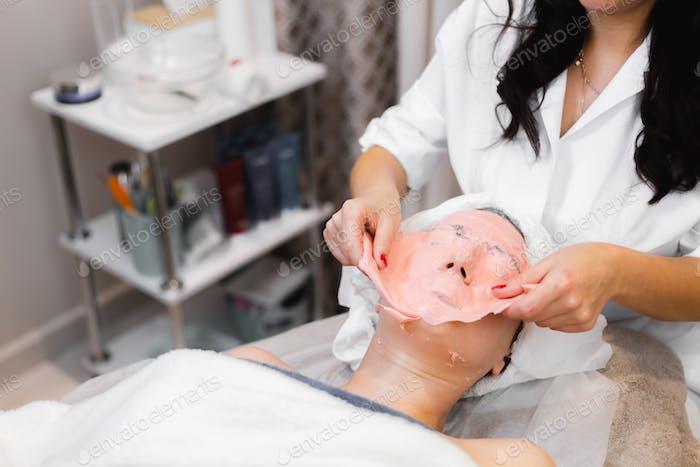 Remove alginate mask process beauty salon