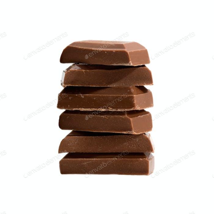 Schokoladenstücke auf weiß