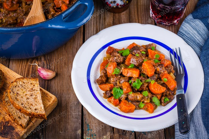 beef meat stewed with carrots