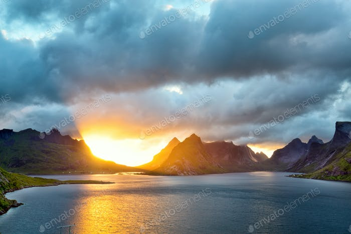 Lofoten Inseln bei Sonnenuntergang