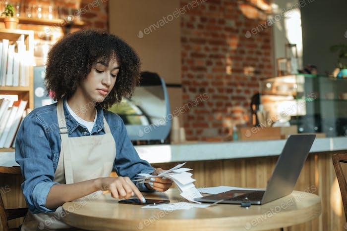 Arbeiten Sie mit Konten, sozialen Netzwerken und Online-Bestellungen