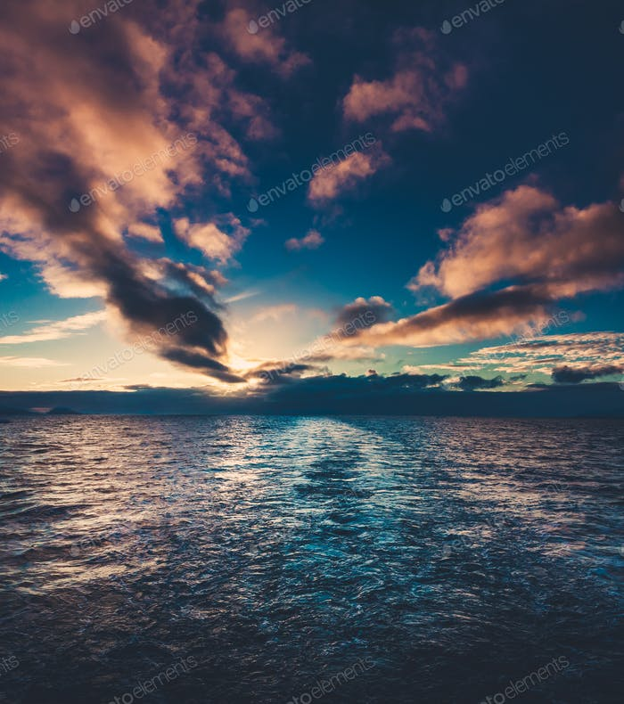 Sommer Sonnenuntergang in der Antarktis