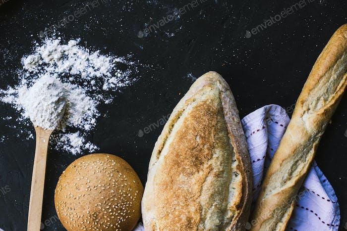 Bread border on dark background