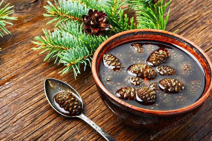 Marmelade aus Tannenzapfen