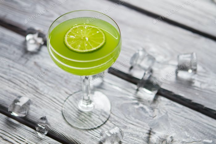 Green beverage with lime slice
