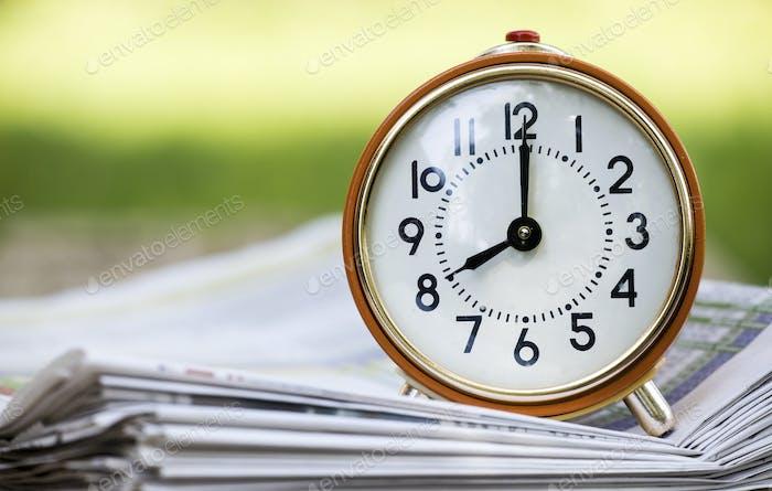 Zeitmanagement - Retro roter Wecker