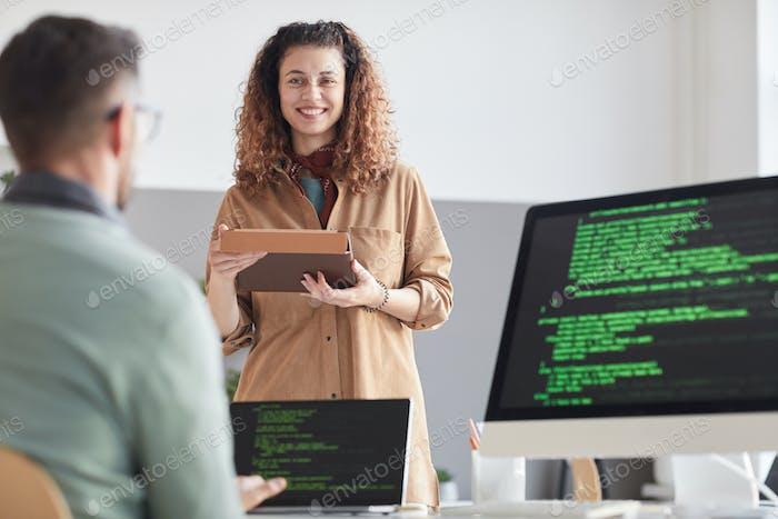 Programadores de codificación en la oficina