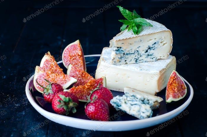 Blauschimmelkäse und süße Fruchtfeigen