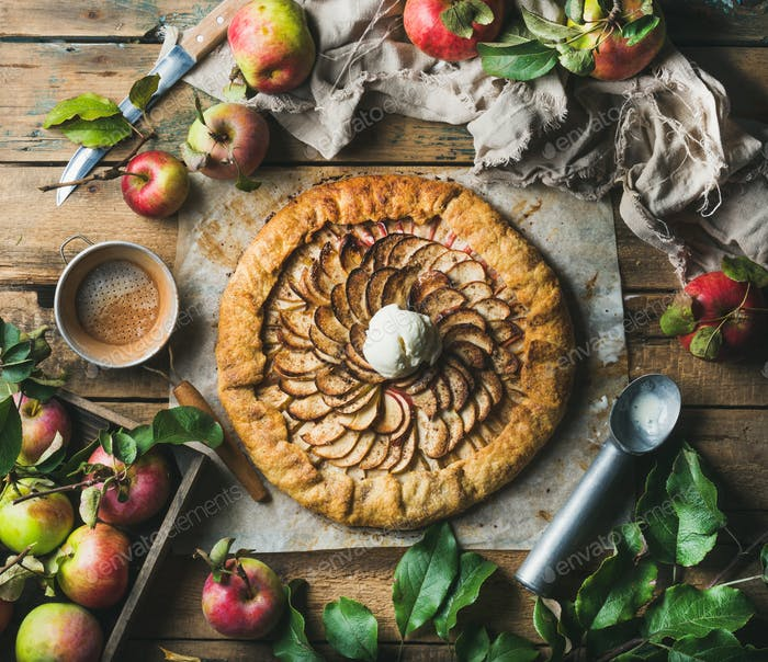 Apple crostata with cinnamon, ice-cream scoop and fresh apples