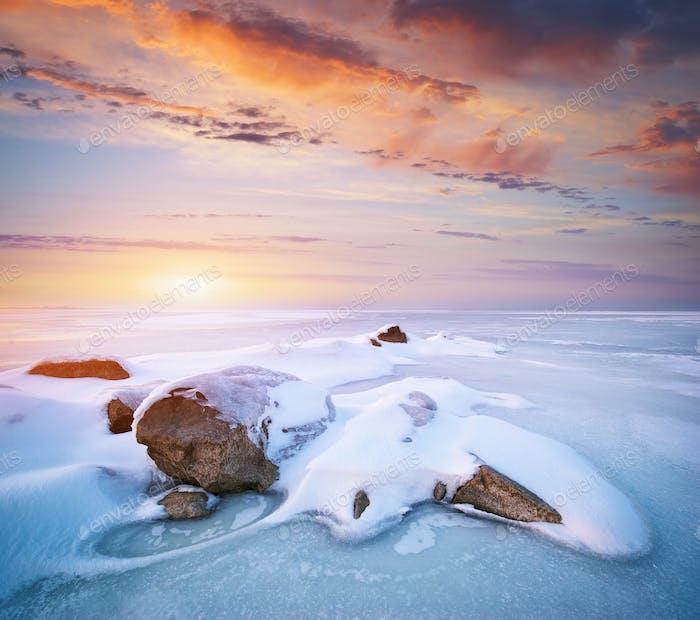 Stein auf Eis.