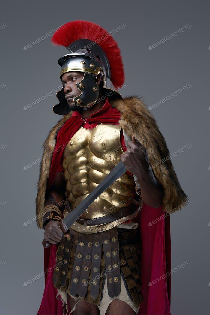 Soldado romano de ascendencia africana con espada