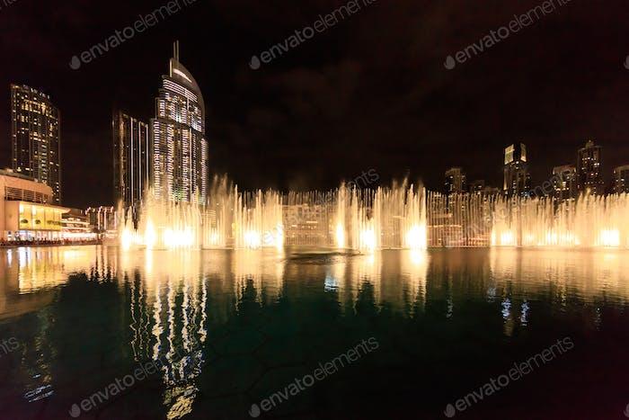 dancing fountains in Dubai in night time