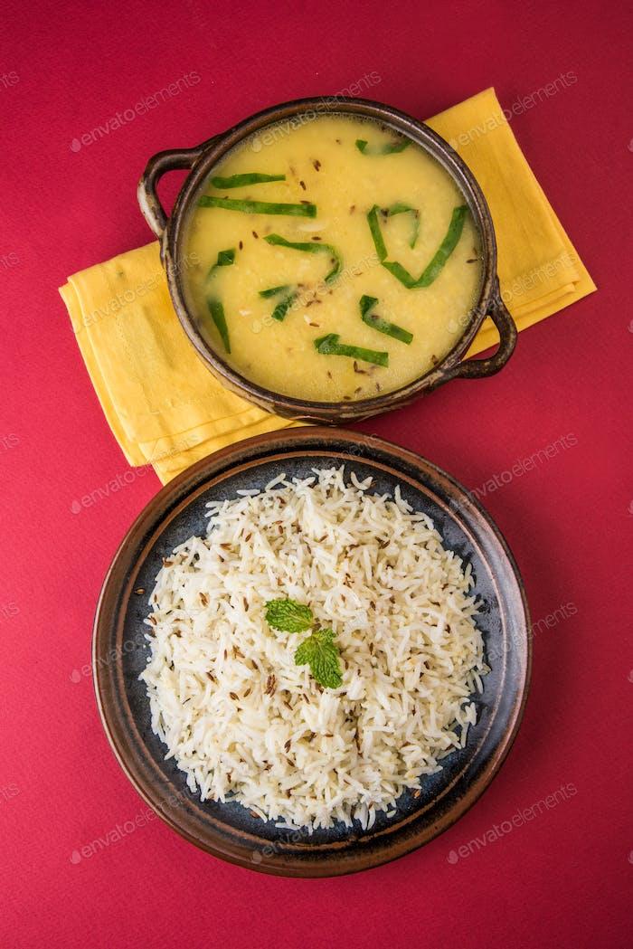 Palak Dal Fry mit Reis