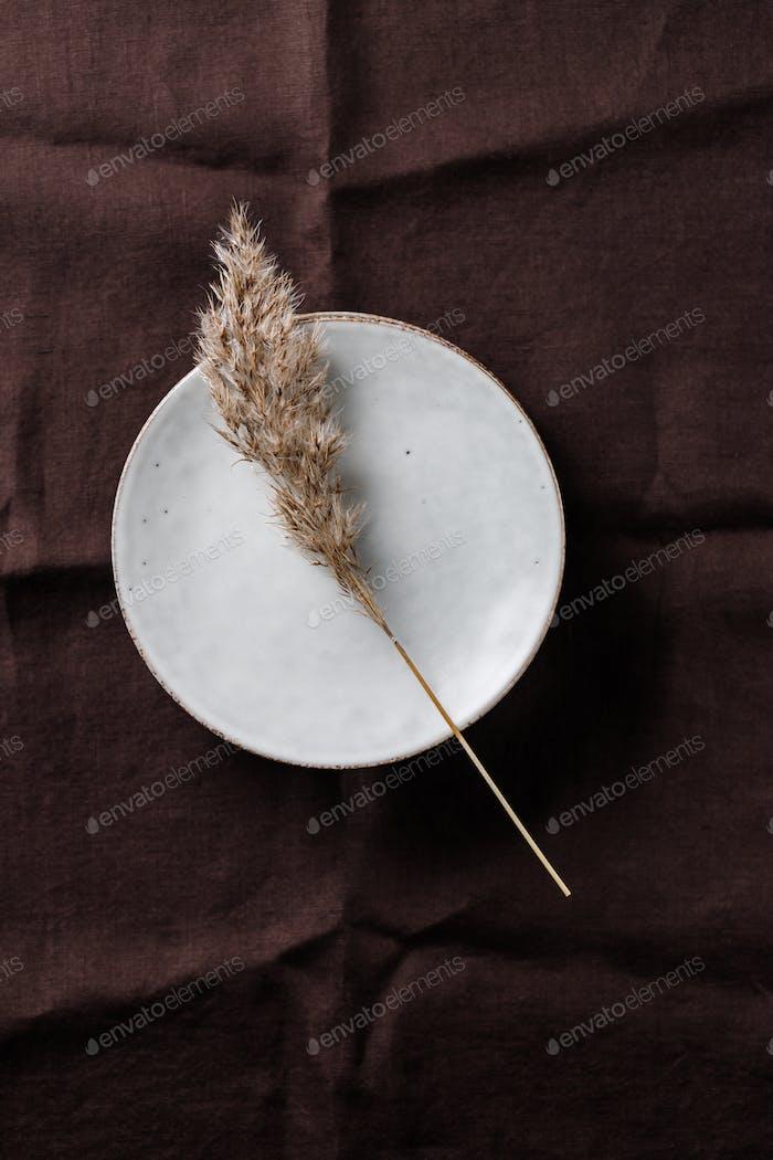 Набор кухонной керамической посуды. Эко и минимальный стиль дома натюрморт.