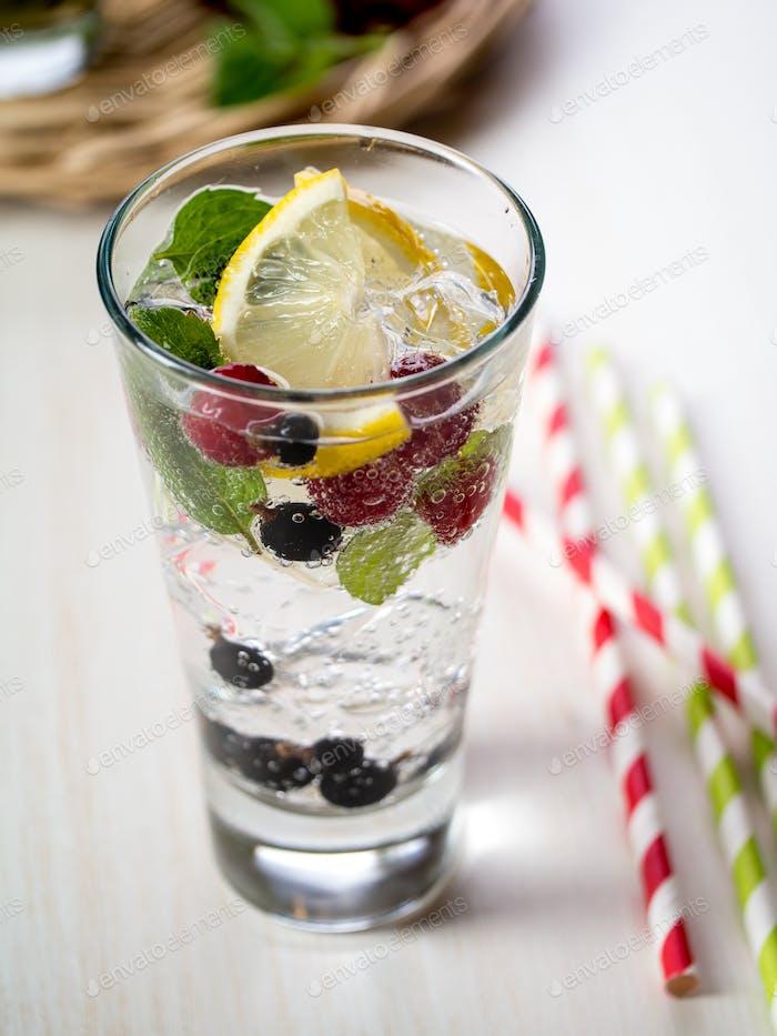 Berry detox drink