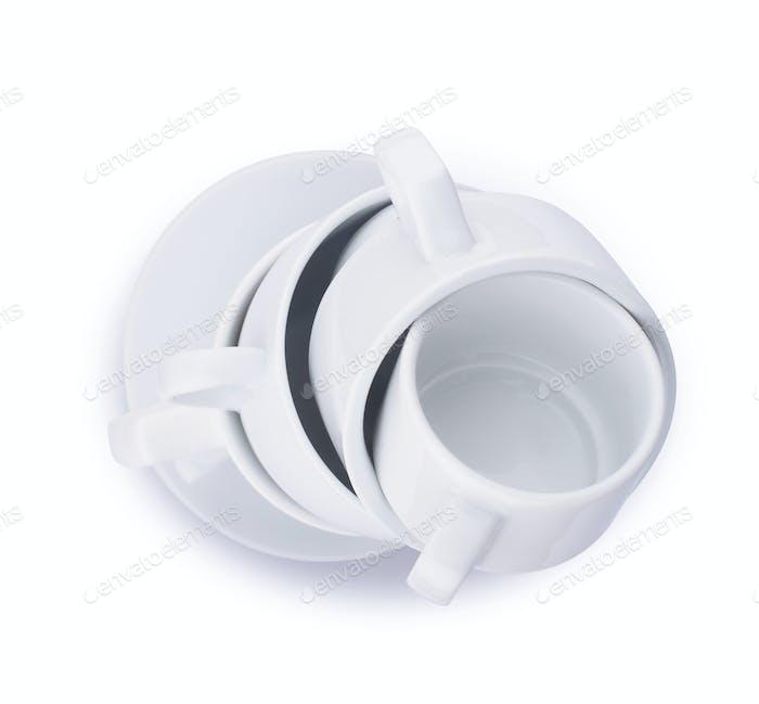 Vertikale Stapel von vielen weißen Kaffee Porzellan Tassen isoliert