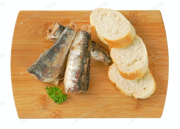 sardines with slices of bread