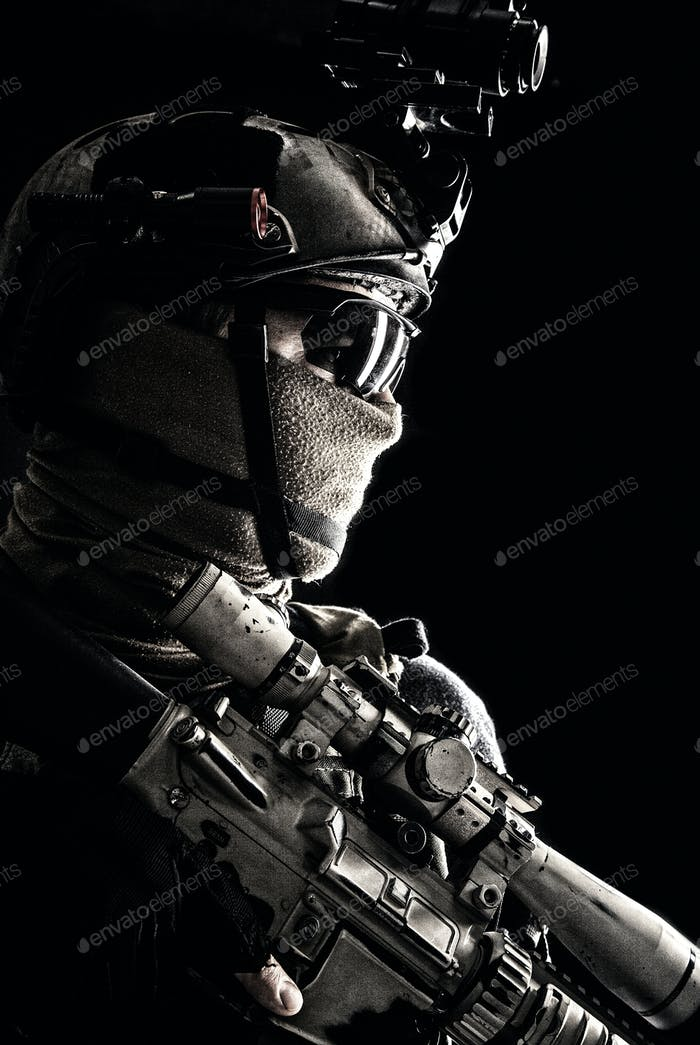 Armee Elite Truppen Scharfschütze Low Key Studio Porträt