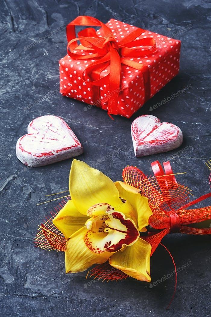 Symbol für zwei Herzen und Geschenk