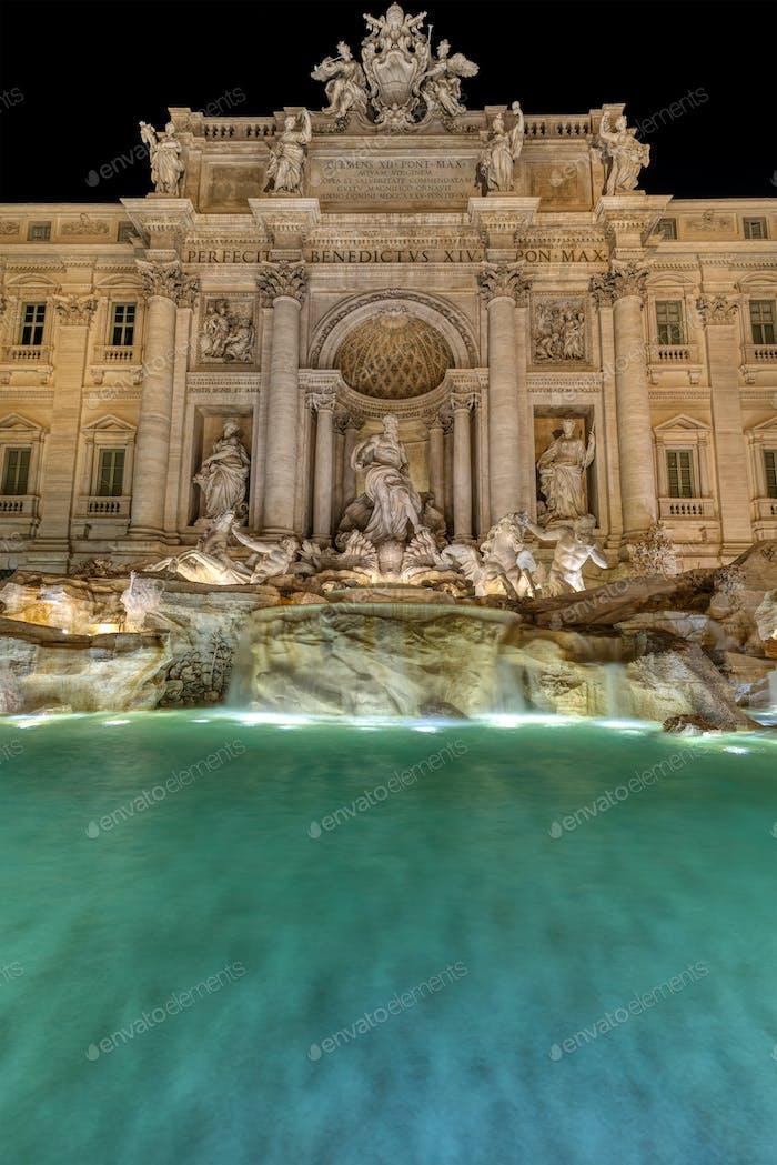 The illuminated Fontana di Trevi