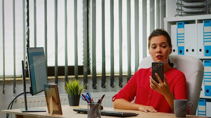Reunión virtual mediante el teléfono
