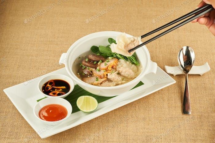 Essen traditionelle Suppe