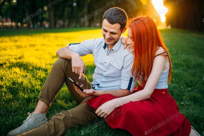Liebespaar glücklich zusammen, romantisches Date
