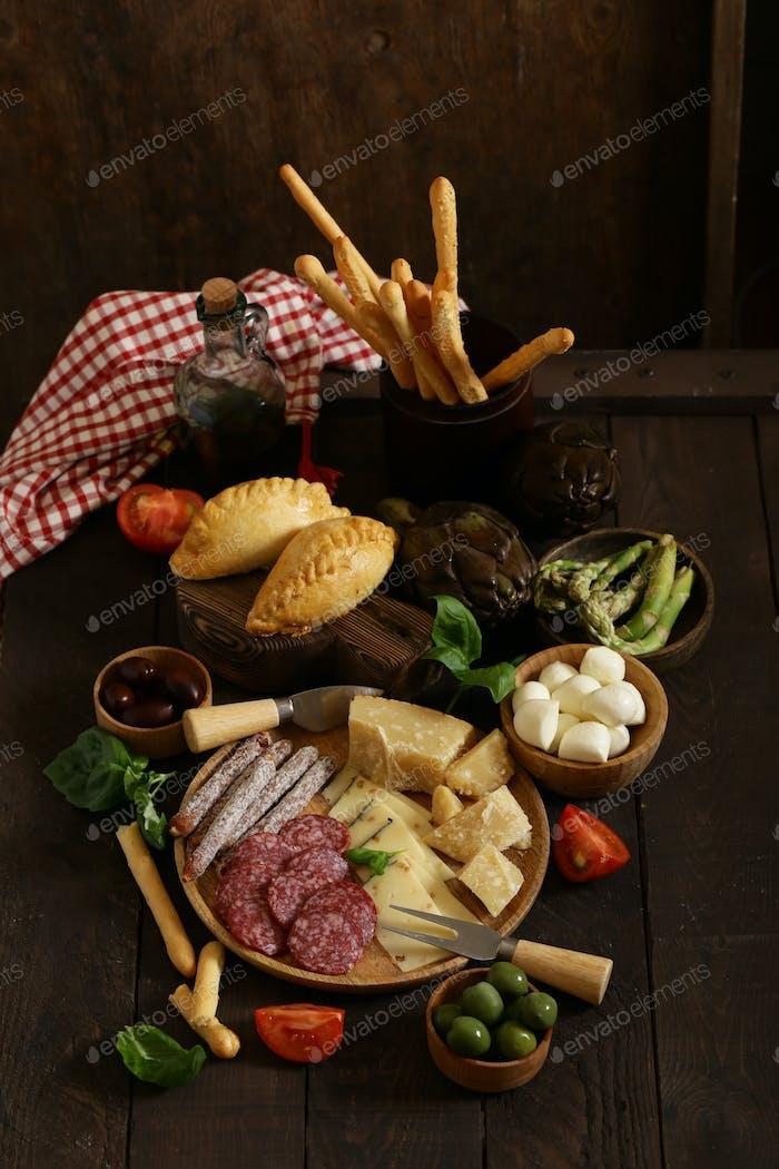 Köstliche Snacks und Antipasti