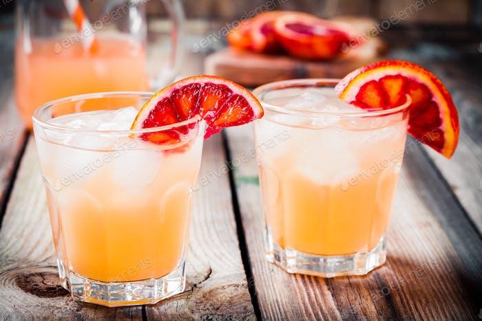 alkoholfreier Blutorangencocktail im Glas