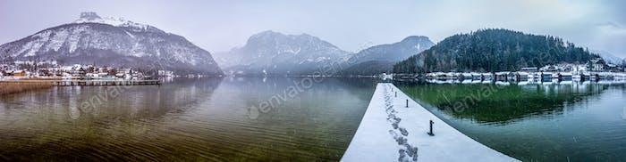 Landschaft des Altausseersees in der Steiermark, Österreich im Winter
