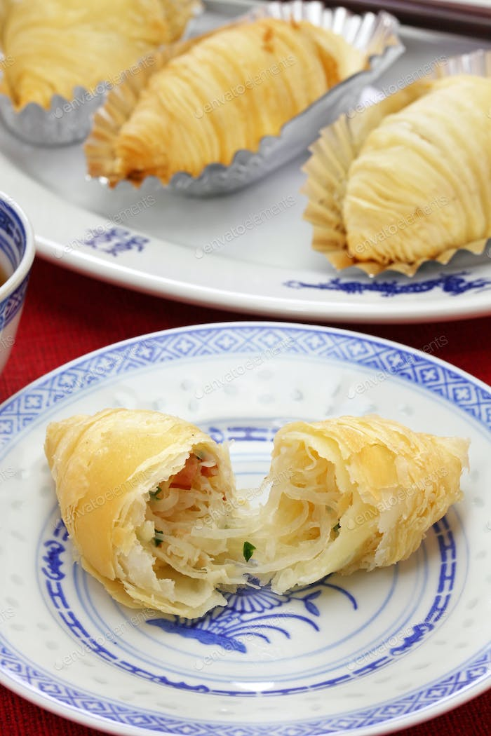 chinese puff pastries filled with shredded radish