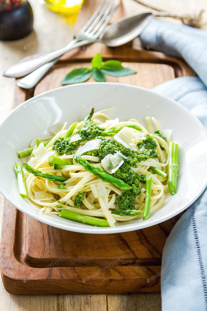 Fettuccine with Asparagus pesto
