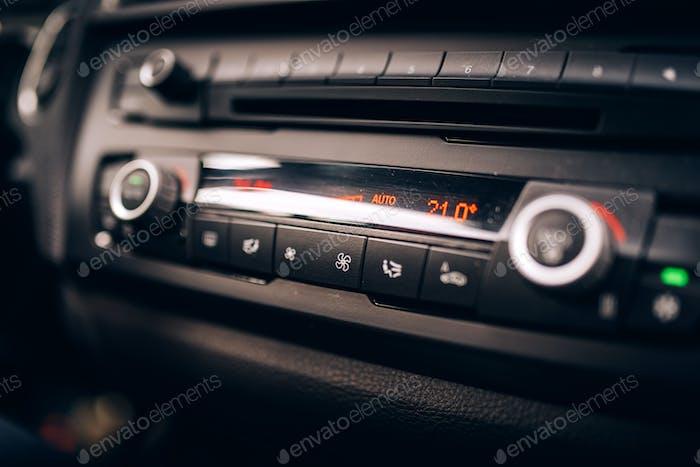 Auto-Klimaanlage, Radio Armaturenbrett und Cockpit Nahaufnahme