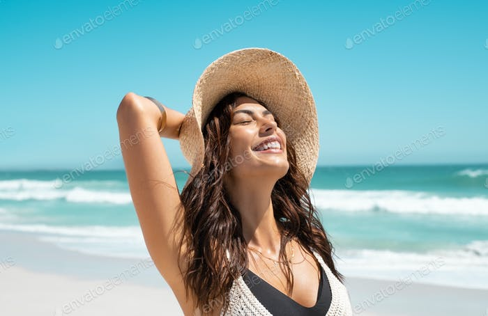Stylish casual woman enjoying sun at tropical beach