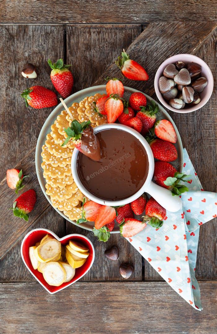 Schokoladenfondue mit Erdbeeren