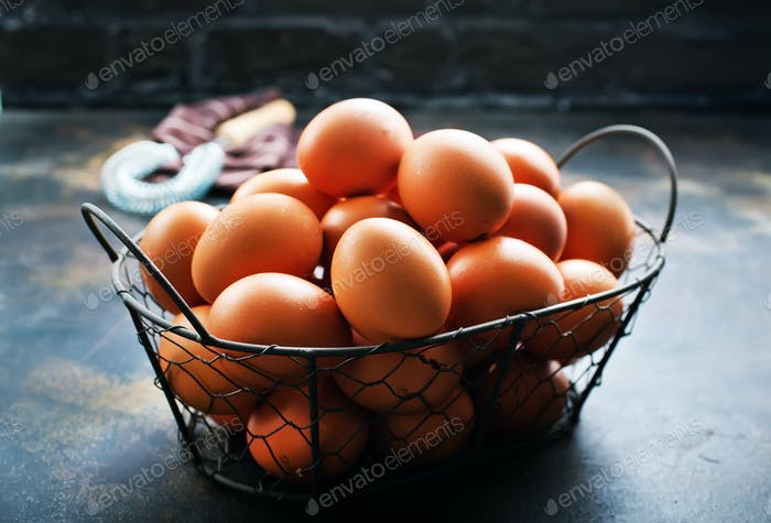 huevos crudos