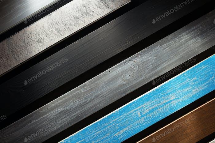 Holzbrett auf schwarzem Hintergrund