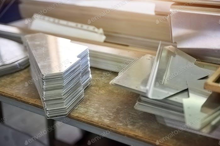 Piezas de acero en el escritorio