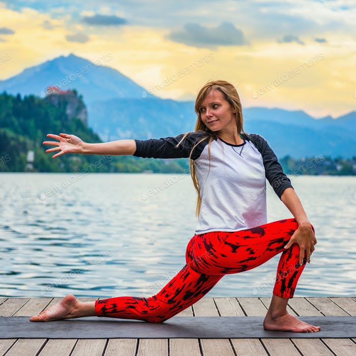 Yoga nature mindfulness lake2  0611 n