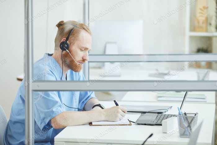 Customer support phone operator