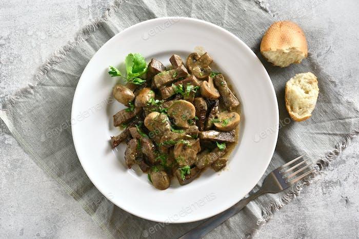 Rindfleisch Stroganoff mit Pilzen