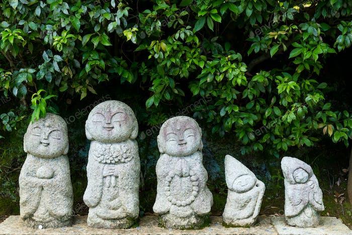 Japanische Steinpuppen