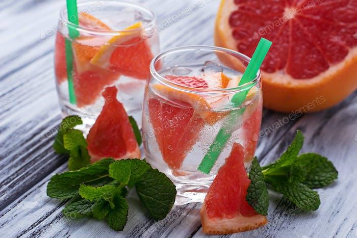 Bebidas de verano con pomelo y Hielo