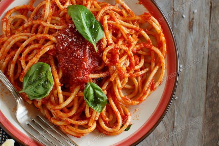 Spaghetti Nudeln mit Tomatensauce